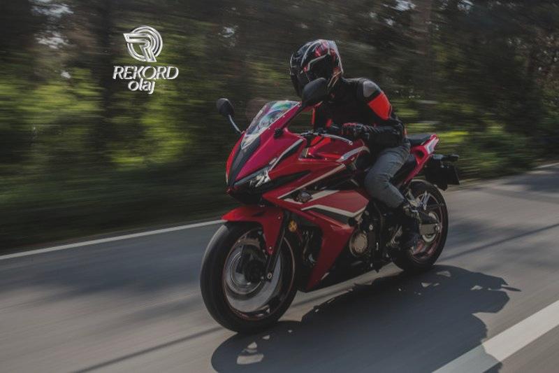Itt a jó idő, kezdődik a motorozás! Szerezze be a motorkerékpárjához szükséges olaját!